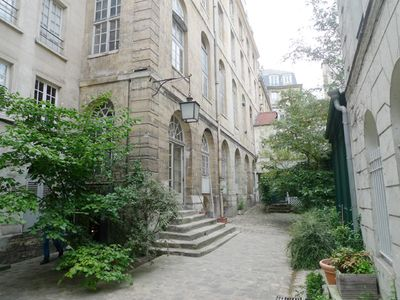 Apt MONTAGNE - Latin Quarter - Building private courtyard view