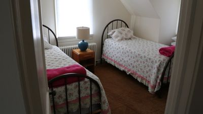 Upstairs bedroom, 2 twin beds