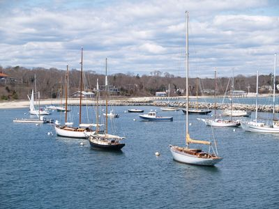 Welcome to Vineyard Haven Harbor.