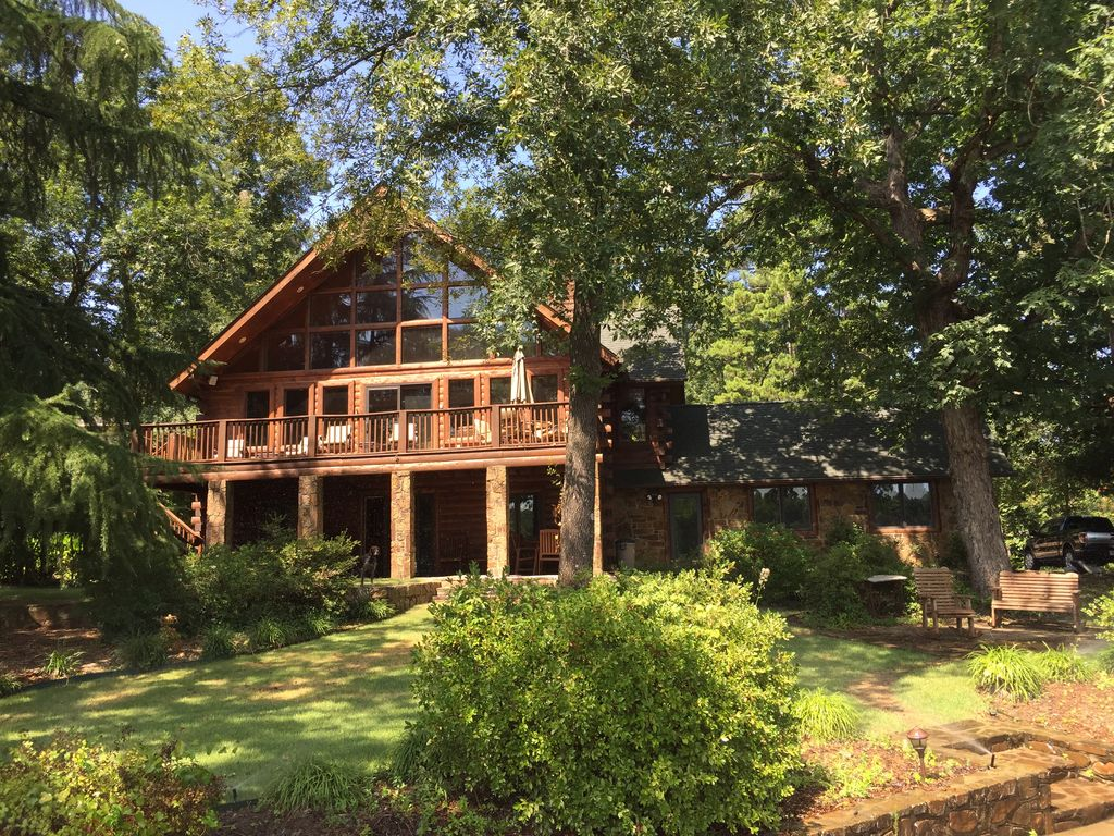 Beautiful Cedar Log Cabin On Lake Hamilton Vrbo