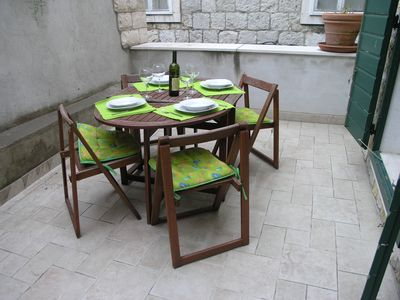 Split apartment rental - Varos Shell - Shared Patio