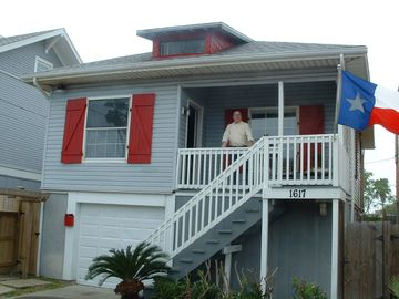 Galveston cottage rental - Gulfview Retreat: Just 1 blk to the beach