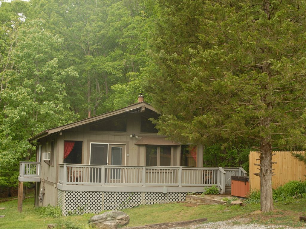 Luray holiday cabin shenandoah hideaway peace in the valley for Shenandoah valley romantic cabins