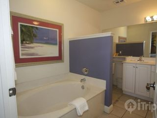 Isle of Palms condo photo - Master Bath