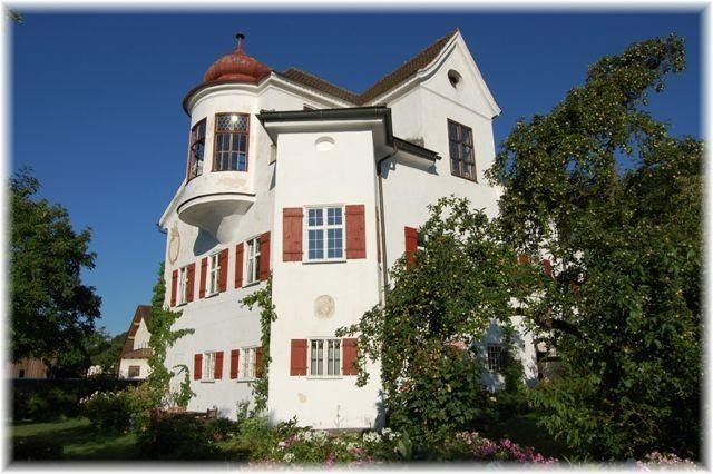 Holiday flat 110 sqm in a castle for 4 to 9 guests, big garden, WIFI