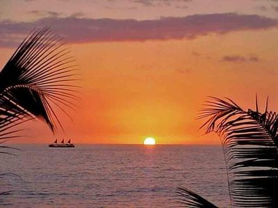 Kahaluu condo rental - Hawaii sunset ahhhhh you just can't beat those sunsets...