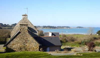 VILLA: Charming stone cottage by the sea (300m, GR 34) close to Perros-Guirec