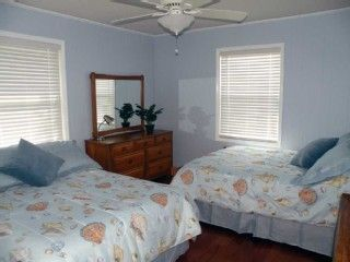 Quaint BR with 2 Double Beds, Wood Floor, Cable TV, Ceiling Fan