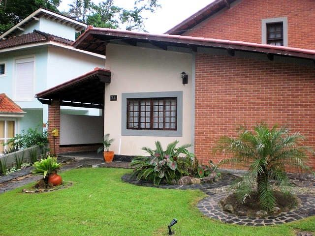 House in gated community w / pools - 1 suite