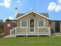 MOONSTONE, pet friendly, with a garden in Scratby, Ref 10120