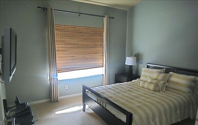 "Bedroom 2- Queen Bed, 37"" HD-LCD, direct access to 2nd bathroom"