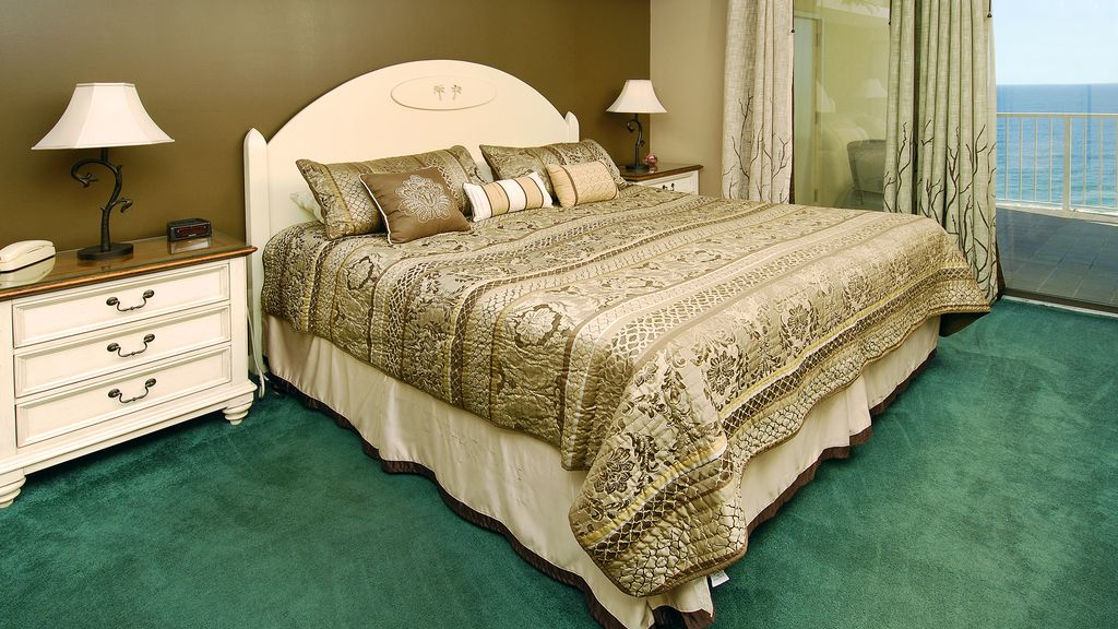 Master bedroom, newer mattress and so inviting after a sun/fresh air filled day!