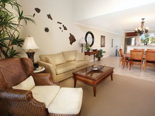 Waikoloa Beach Resort condo photo - Spacious common area, beautifully decorated