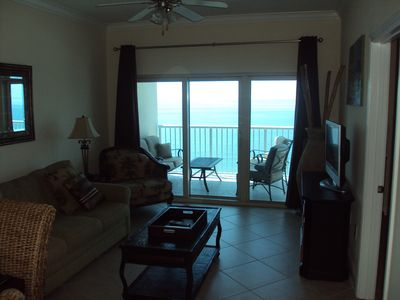 Enjoy the amazing balcony views from this 20th floor condo!!!