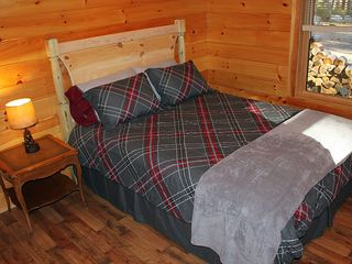 Harrison cabin photo - Lower level bedroom and full bathroom