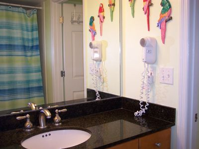 Master bath, great granite counter top