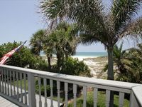 Ultimate Beach Front Getaway! Charming, Relaxing 3BR & 3BA.