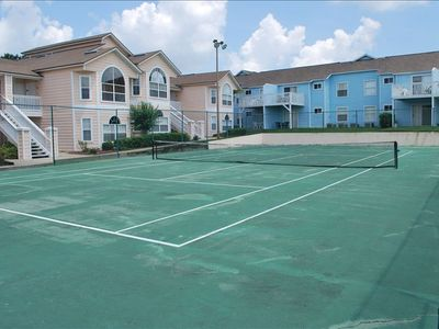 Island Club Clubhouse Lighted Tennis Courts