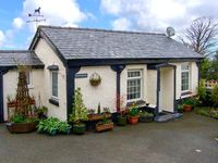 TY NEWYDD BACH, pet friendly, with a garden in Pentir, Ref 1750