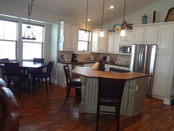 kitchen and kichen table