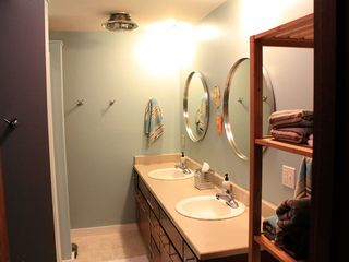Hood River house photo - Large shower, double sinks