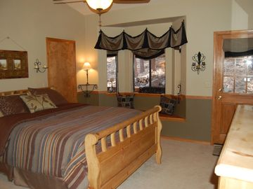Queen size bed, attached bath, walk-in closet