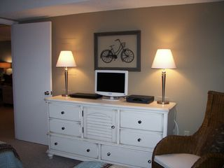 2nd Bedroom with 19' HDTV - Islander Destin condo vacation rental photo