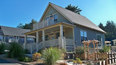 Beautiful exterior, Full Porch, Balcony, Deck, Hot Tub, Cape Cod community