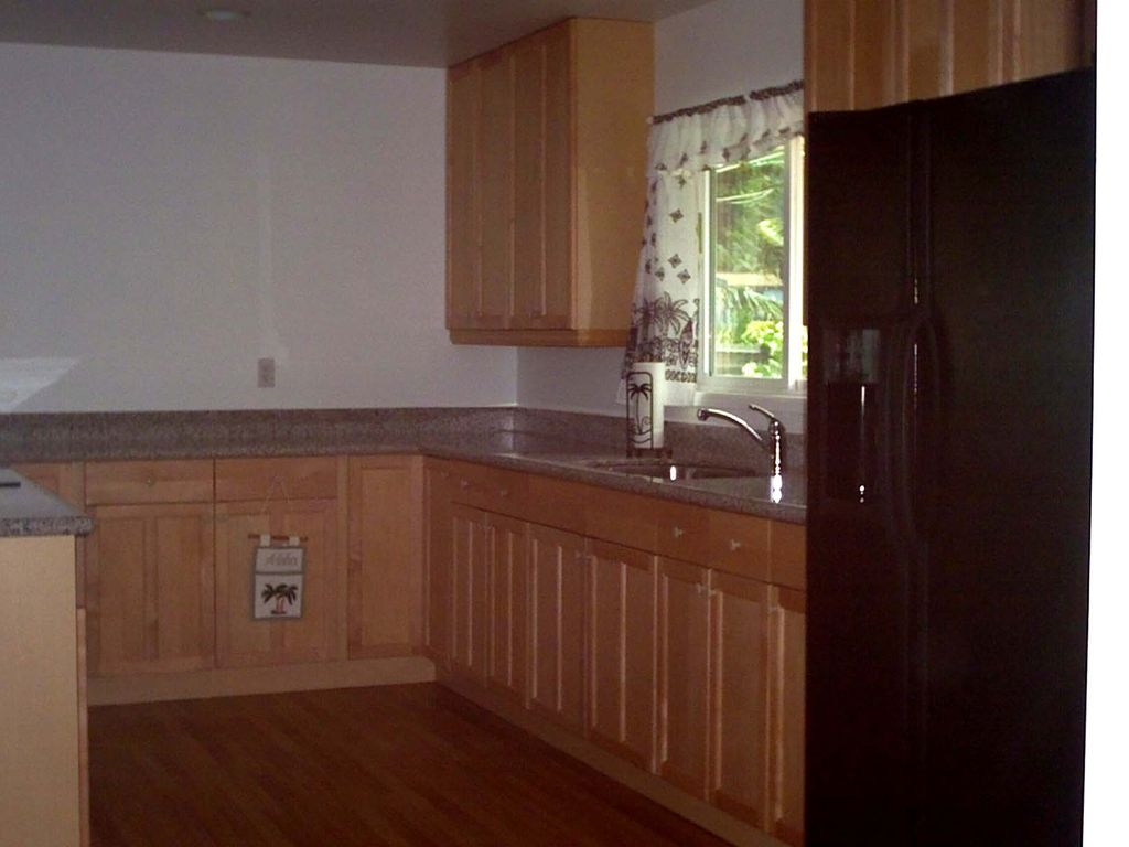 Completely Furnished Kitchen With Side