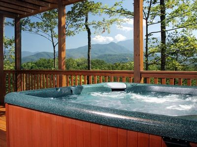 8 Person Private Hot Tub with Beautiful Mountain View