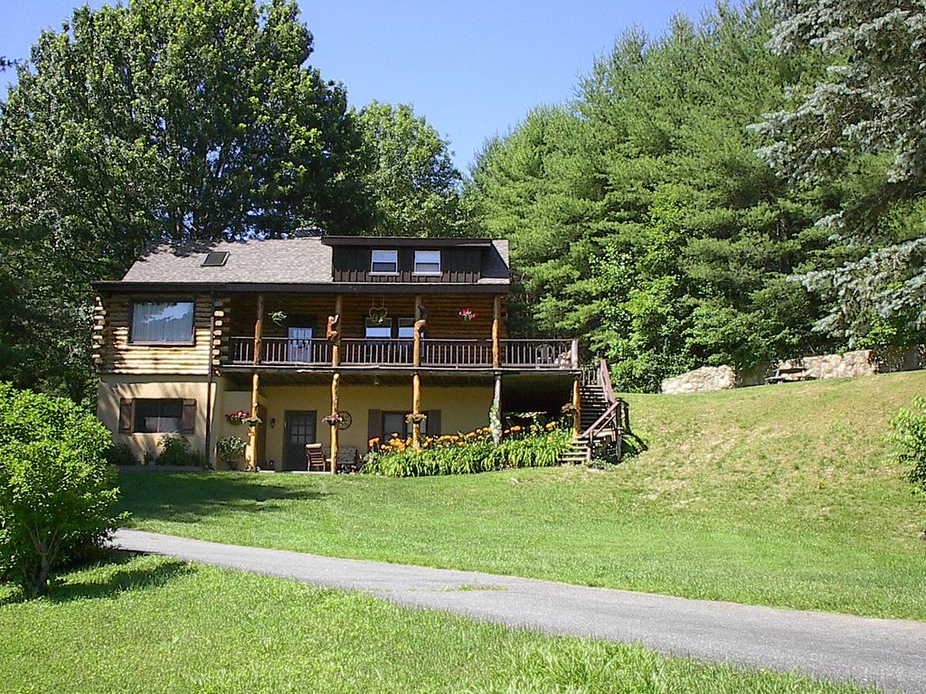 Spacious Log Cabin - Owner Managed ! - VRBO