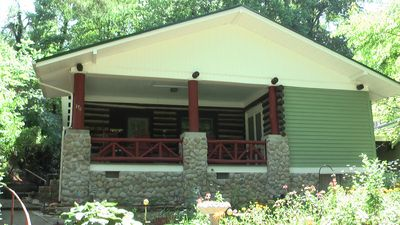 The Historic Cokesbury Cabin. Escape to the mountains and Lake Junaluska.
