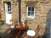 COBBLE COTTAGE, pet friendly, with a garden in Low Bentham, Ref 20361