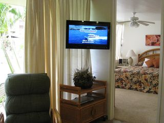 Kaanapali condo photo - New LCD flat screen TV with DVD player