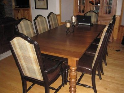 Beautiful dining room with brand new furnishings.