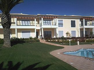 Luxury 2 Bed Apartment With Shared Pool - WiFi - A/C - 5 Mins walk to the beach