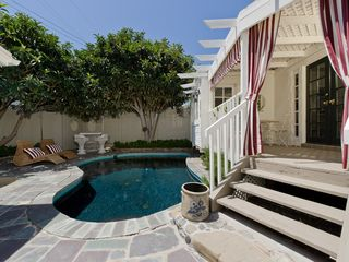 West Hollywood villa photo - pool, lounge chairs, outdoor bar