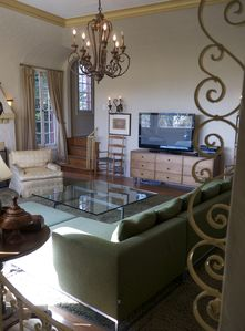 HUGE Historic Townhome! Hollywood Hills Glamour, close to EVERYTHING!
