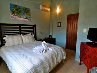 Isla Mujeres villa photo - GUEST BEDROOM 1: QUEEN BED, TV, CLOSET, AIR CONDITIONER