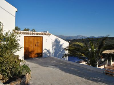 Villa 230m2, 4 modern bathrooms, swimming pool, 80km view, 3 terraces, heating. central