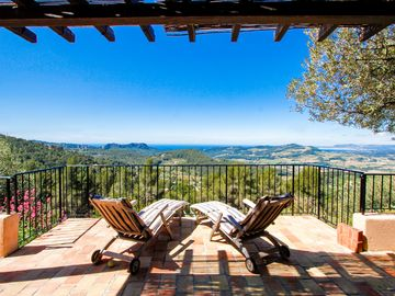 Bandol villa rental - L'Ecrignole occupies a unique location with a panoramic vista to the Med