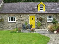 THE STABLE, pet friendly, with a garden in New Quay, Ref 919595