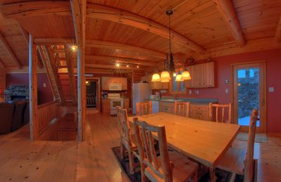 Nemo cabin rental - Dining room and kitchen