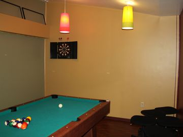 Game room (Pool table)