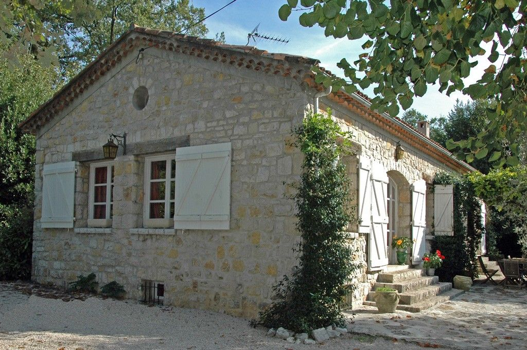 Accommodation near the beach, 300 square meters, with pool