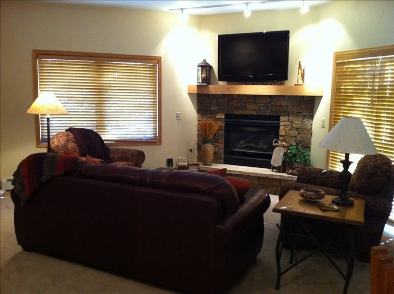 Best location ski in walk 50 ft to lift vrbo for 6 foot wide living room