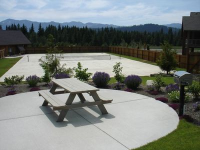 Lake Cle Elum house rental - Tennis and Picnic Area - Tennis Court and one of 3 Picnic Areas with Gas BBQs at the Activity Center. Seasonal Facility.
