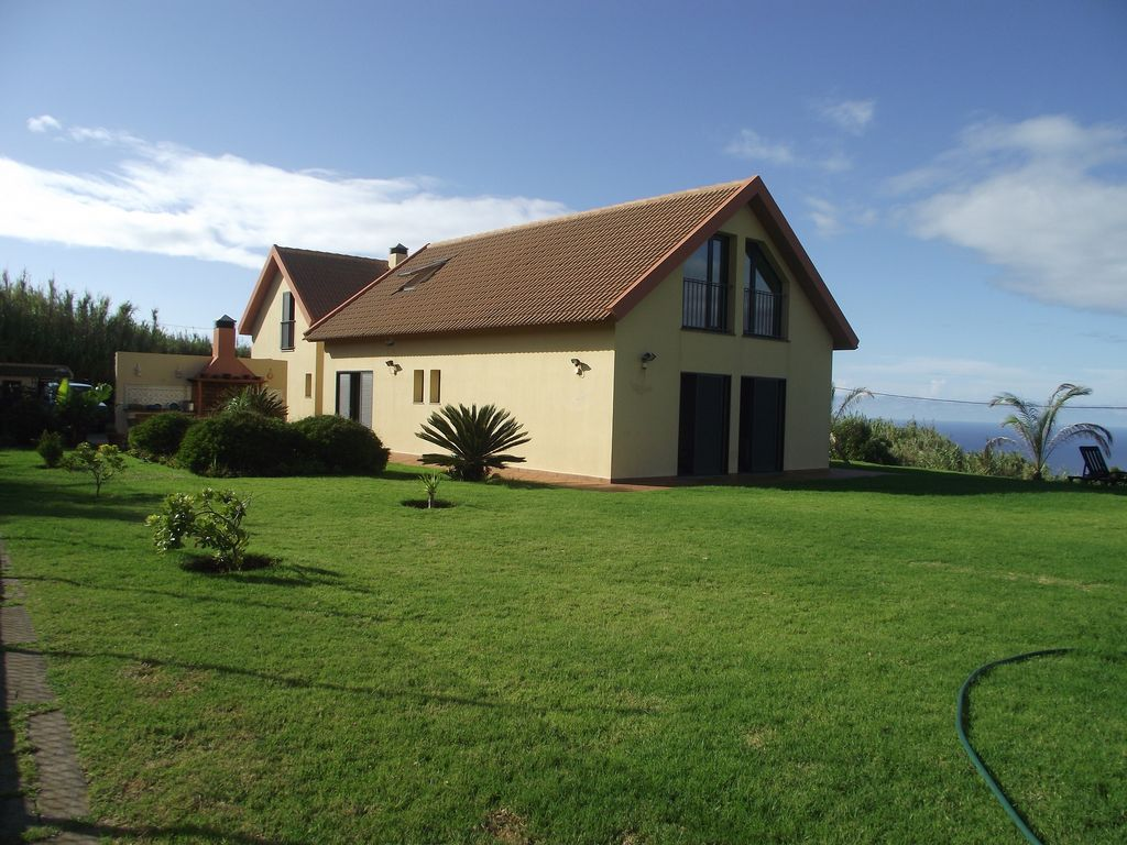 Peaceful accommodation, 600 square meters, recommended by travellers !