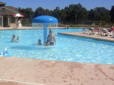 Branson condo rental - Kids love the pool