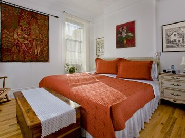 Brooklyn townhome rental - Master bedroom with two twin beds